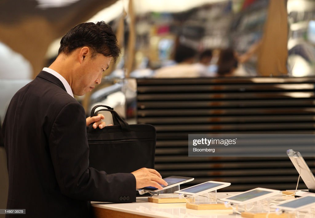 A visitor tries out the Samsung Electronics Co. Galaxy Tab 10.1 tablet computer at the company's flagship store in Seoul, South Korea, on Thursday, July 26, 2012. Samsung, the world's largest maker of TVs and mobile phones, reported second-quarter profit that missed analysts' estimates after chip prices weakened and smartphone output failed to keep up with demand. Photographer: SeongJoon Cho/Bloomberg via Getty Images