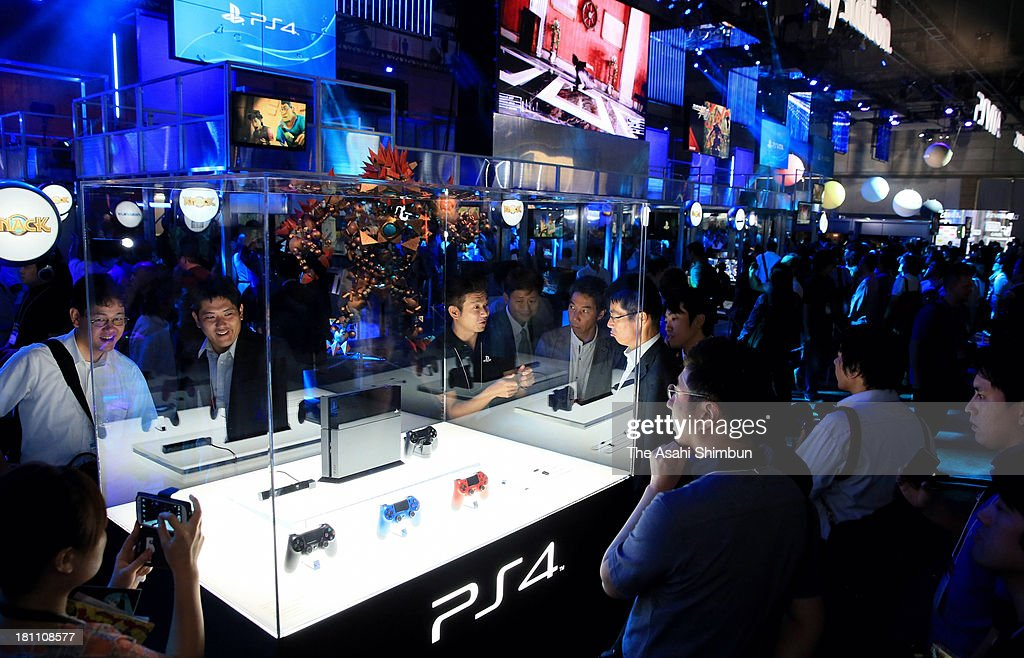 Visitors and media reporters look Sony Computer Entertainment n PlayStation 4 (PS4) game console during the Tokyo Game Show 2013 at Makuhari Messe on September 19, 2013 in Chiba, Japan. The Computer Entertainment Suppliers Association, the organizer of the fair, said it anticipates 200,000 visitors over the course of the four-day event.