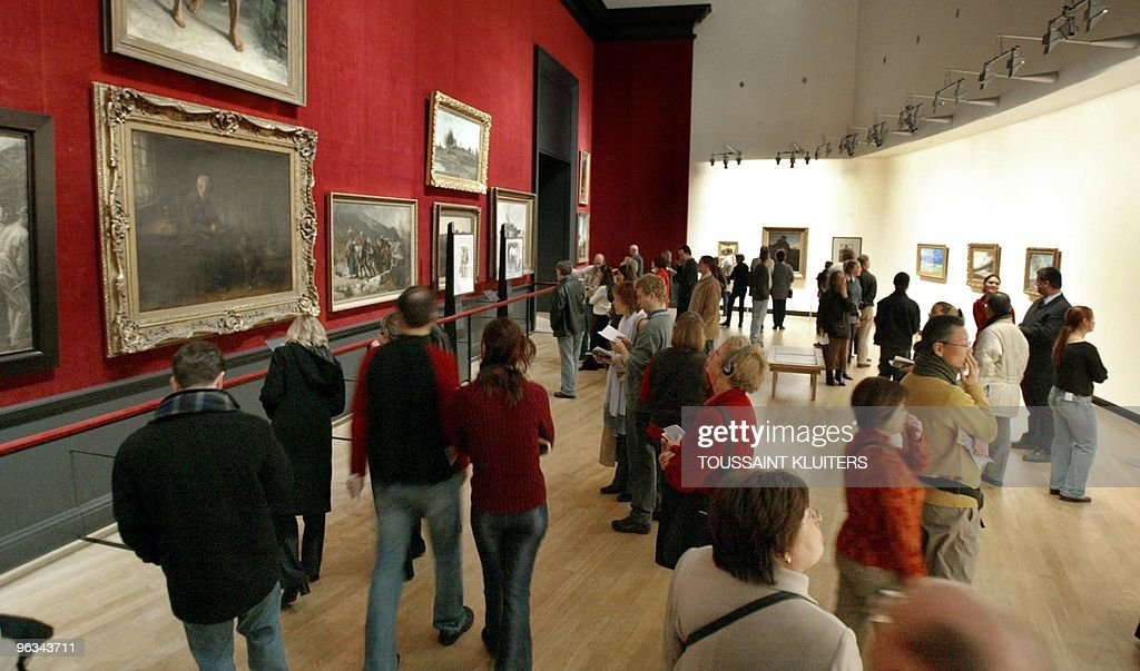 Visitors attend the opening of the exhibition ' De Keuze van Vincent ' at the Van Gogh Museum in Amsterdam 14 February 2003 Amsterdam's Van Gogh...