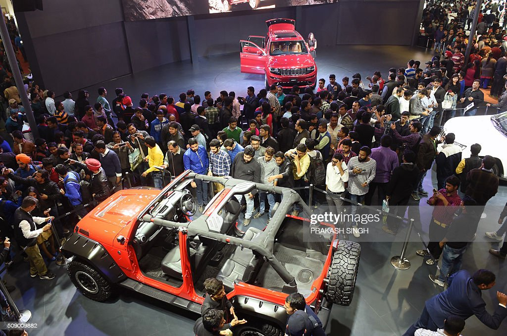 Visitors gather around the Jeep stall at the Auto Expo 2016 in Greater Noida on the outskirts of New Delhi on February 8, 2016. India's economy grew 7.3 percent in the third quarter of the financial year, official data showed February 8, a slowdown from the previous quarter but beating analysts' expectations. AFP PHOTO / Prakash SINGH / AFP / PRAKASH SINGH