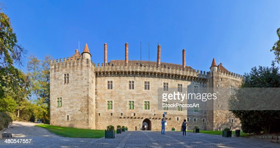 Visitors goingo to the Palace of the Duques of Braganca : Stock Photo