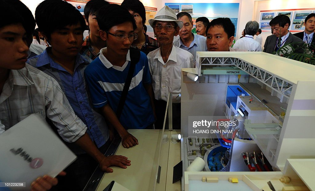 Visitors look at a model of Japanese Hitachi's advanced boiling water reactor at an exhibition on nuclear power being held in Hanoi on May 28, 2010. Vietnam plans to build its first nuclear power stations which should be operational from 2020. AFP PHOTO/HOANG DINH Nam