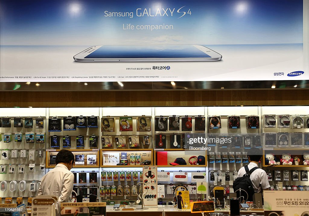 Visitors look at accessories for mobile phones at the Samsung Electronics Co. d'light store in Seoul, South Korea, on Tuesday, June 18, 2013. Facebook Inc. Chief Executive Officer Mark Zuckerberg, seeking to boost advertising sales from mobile devices, discussed potential partnerships with Samsung Electronics Co., according to the head of the South Korean companys handset division. Photographer: SeongJoon Cho/Bloomberg via Getty Images