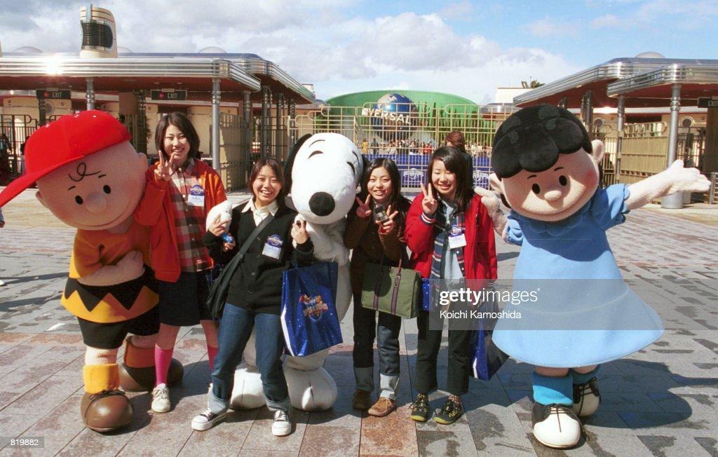 Cartoon Characters Universal Studios : Good man charlie brown back in peanuts trailer released