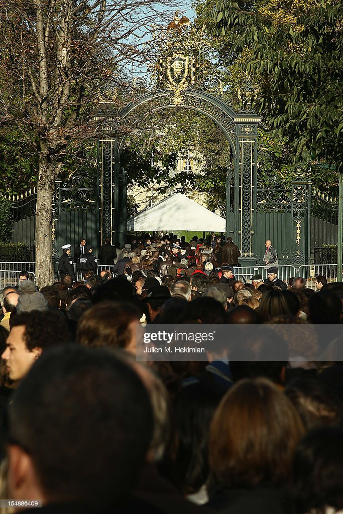 Visitors queue in front of La grille du Coq to visit the 18th-century Elysee Palace gardens on October 28, 2012 in Paris, France. Hundreds of Parisians and tourists took the opportunity to visit the The gardens of France's Presidential palace that are to be opened to the public every last Sunday of the month, a policy that was inaugurated by President Francois Hollande .