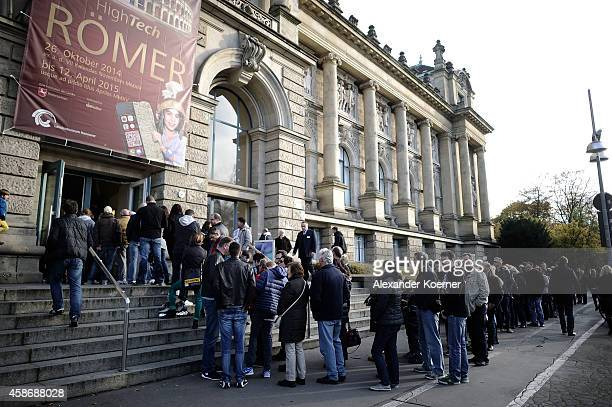 Visitors queue outside the special exhibition 'ROBERT gedENKEn' at State Museum on November 9 2014 in Hanover Germany The exhibition marks the fifth...