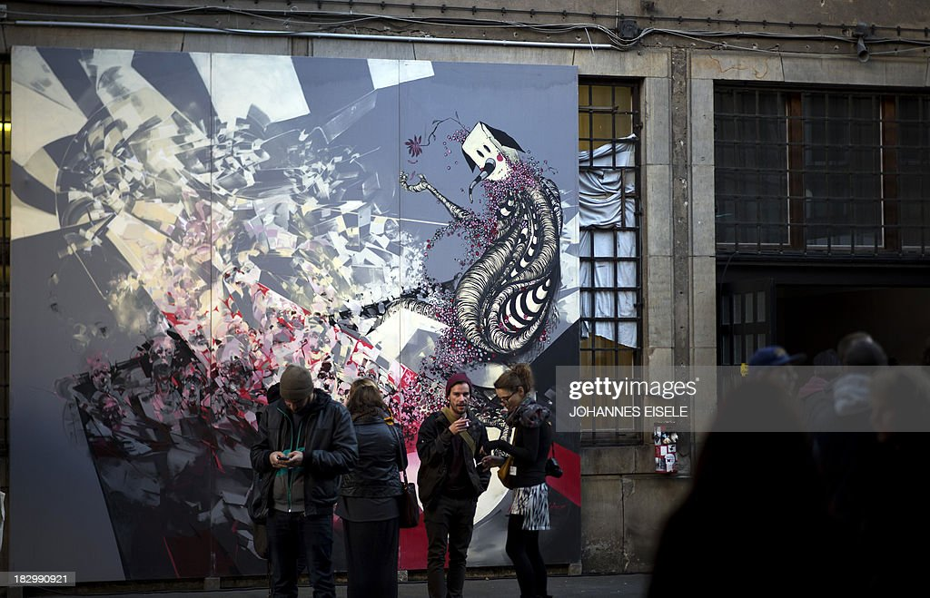CAPTION Visitors stand by a painting by Polish artist Robert Proch at the Stroke Art Fair in Berlin on October 3, 2013.