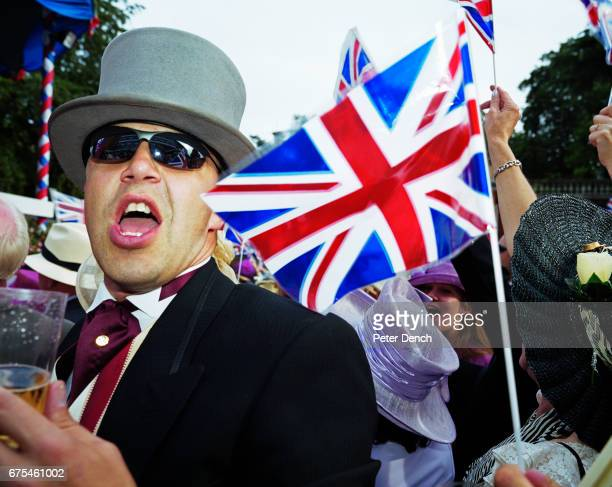 Visitors to Royal Ascot sing patriotic English songs June 2002