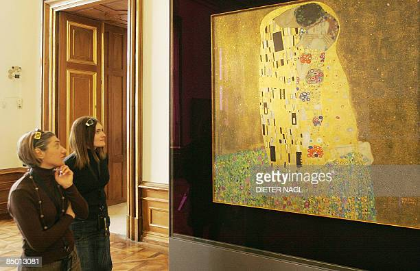 Visitors to the Belvedere Museum look at Gustav Klimt´s painting 'Der Kuss' on February 24 2009 in Vienna Gustav Klimt finished this painting one...