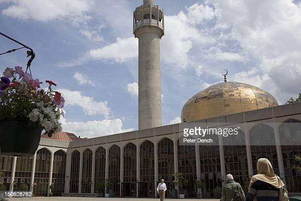 Visitors to The London Central Mosque designed by Sir Frederick Gibberd and completed in 1978 can hold over 5000 worshippers Arabs have been visiting...