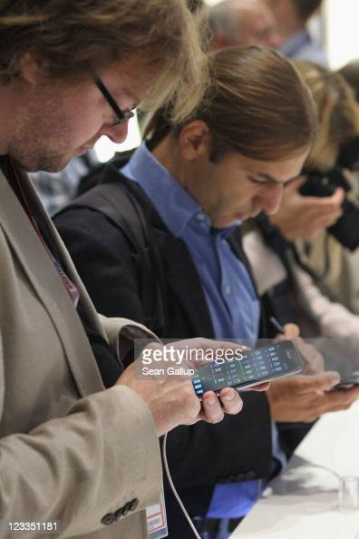 Visitors try out the new Samsung Galaxy Note mini tablet PC at the Samsung hall at the IFA 2011 consumer electonics and appliances trade fair on the...