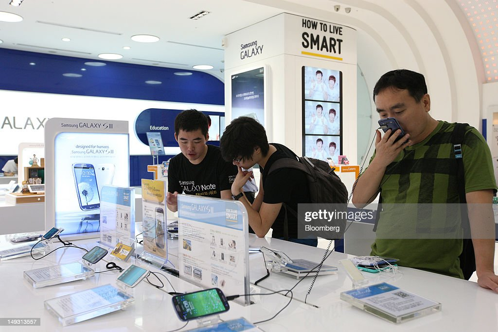 Visitors try out the Samsung Electronics Co. Galaxy S III smartphone at the company's Galaxy Zone showroom in Seoul, South Korea, on Thursday, July 26, 2012. Samsung, the world's largest maker of TVs and mobile phones, reported second-quarter profit that missed analysts' estimates after chip prices weakened and smartphone output failed to keep up with demand. Photographer: SeongJoon Cho/Bloomberg via Getty Images