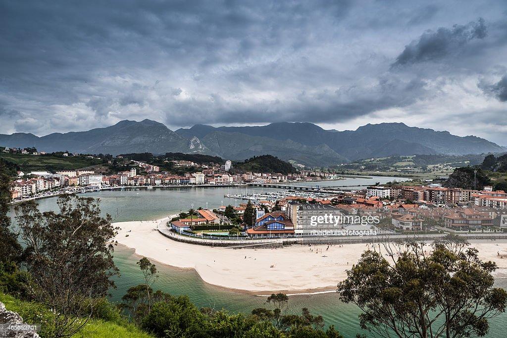 Vista de Ribadesella : Foto de stock