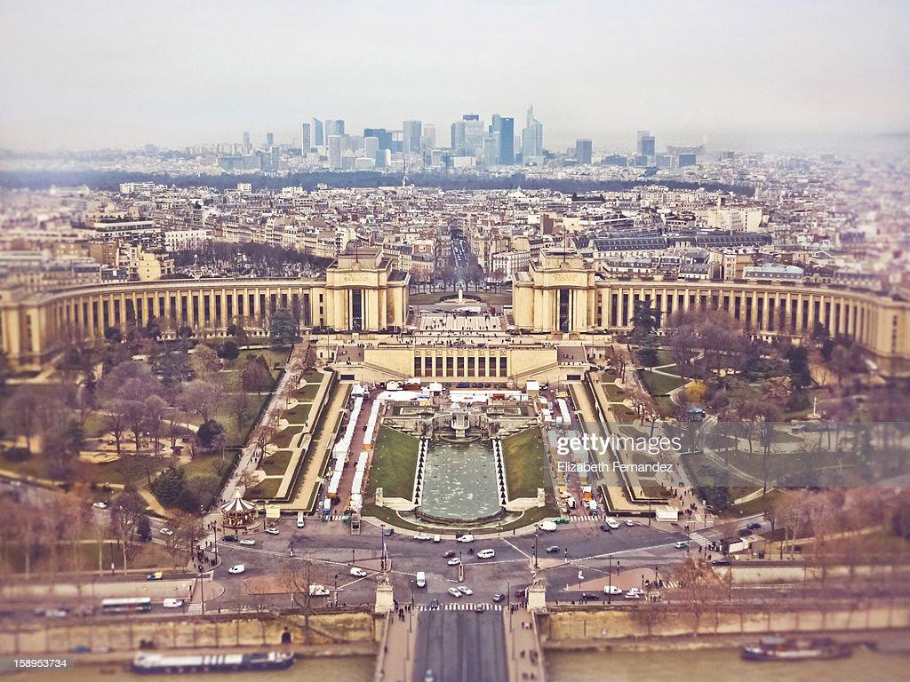 Vista del Trocadero y La Defense de París. : Stock Photo