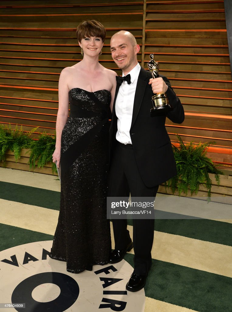 Visual effects artist Chris Lawrence and girlfriend Lorna Paterson pose with his Oscar as he attends the 2014 Vanity Fair Oscar Party Hosted By Graydon Carter on March 2, 2014 in West Hollywood, California.