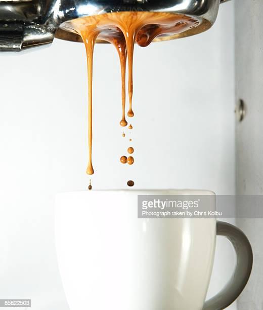 Visual espresso shot pouring