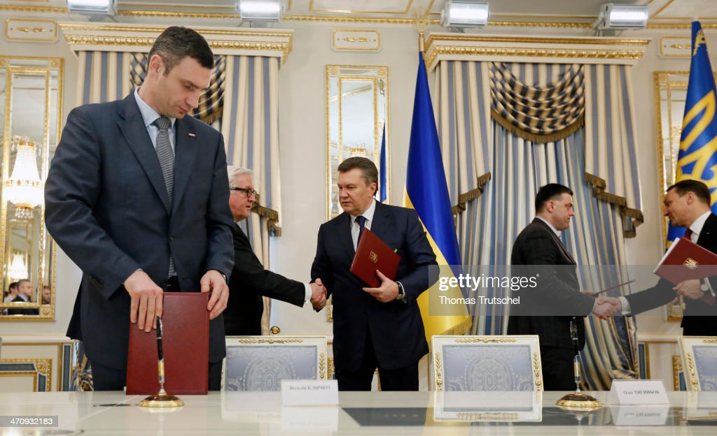 <a gi-track='captionPersonalityLinkClicked' href=/galleries/search?phrase=Vitali+Klitschko&family=editorial&specificpeople=206402 ng-click='$event.stopPropagation()'>Vitali Klitschko</a>, leader of Ukraine's UDAR opposition party, German Foreign Minister <a gi-track='captionPersonalityLinkClicked' href=/galleries/search?phrase=Frank-Walter+Steinmeier&family=editorial&specificpeople=603500 ng-click='$event.stopPropagation()'>Frank-Walter Steinmeier</a>, Ukrainian President <a gi-track='captionPersonalityLinkClicked' href=/galleries/search?phrase=Viktor+Yanukovych&family=editorial&specificpeople=717883 ng-click='$event.stopPropagation()'>Viktor Yanukovych</a>, leader of All-Ukrainian Union 'Svoboda' Olej Tjahnybok, and Polish Foreign Minister <a gi-track='captionPersonalityLinkClicked' href=/galleries/search?phrase=Radoslaw+Sikorski&family=editorial&specificpeople=736409 ng-click='$event.stopPropagation()'>Radoslaw Sikorski</a> after the signing of the Agreement in the Blue Hall at Presidential Palace on February 21, 2014 in Kiev, Ukraine. Steinmeier and his counterparts from France and Poland meet with President Yanukovych and other government officials and hold separate talks with the opposition. The three ministers will then fly to Brussels for a crisis meeting with EU foreign policy chief Catherine Ashton and other EU foreign ministers.