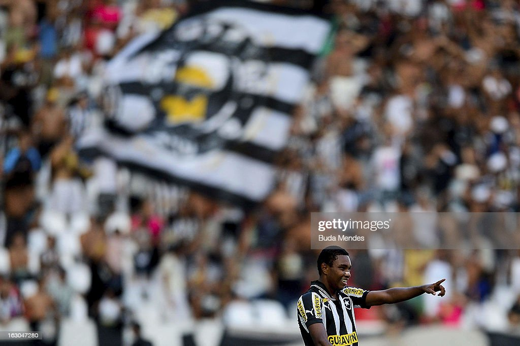 Vitinho of Botafogo celebrates a goal against Flamengo during the match between Botafogo and Flamengo as part of Carioca Championship 2013 at...