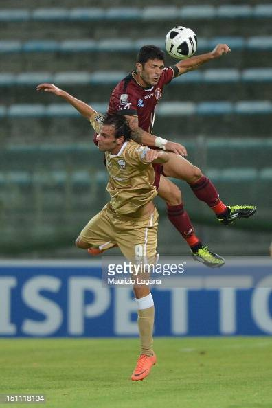 Vito Di Bari of Reggina competes for the ball in air with Gianmarco Zigoni of Pro Vercelli during the Serie B match between Reggina Calcio and Pro...