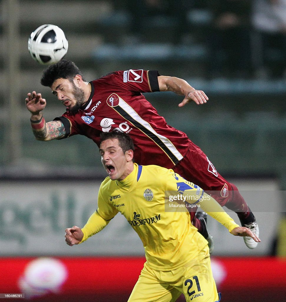 Vito Di Bari (L) of Reggina competes for the ball in air with Juan Ignacio Gomez of Verona during the Serie B match between Reggina Calcio and Hellas Verona at Stadio Oreste Granillo on February 1, 2013 in Reggio Calabria, Italy.