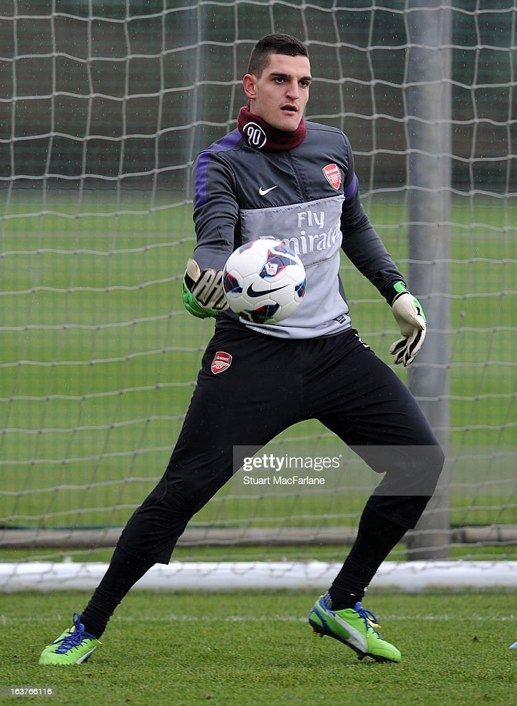 <a gi-track='captionPersonalityLinkClicked' href=/galleries/search?phrase=Vito+Mannone&family=editorial&specificpeople=4174200 ng-click='$event.stopPropagation()'>Vito Mannone</a> of Arsenal during a training session at London Colney on March 15, 2013 in St Albans, England.