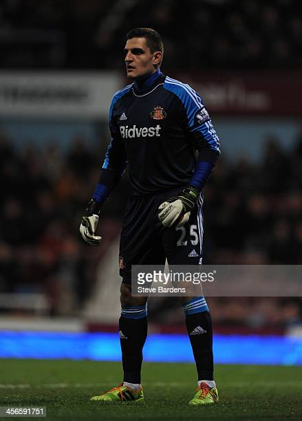 Vito Mannone of Sunderland in action during the Barclays Premier League match between West Ham United and Sunderland at Boleyn Ground on December 14...