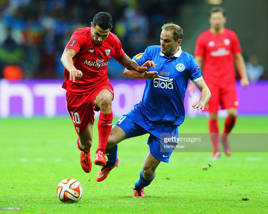 <a gi-track='captionPersonalityLinkClicked' href=/galleries/search?phrase=Vitolo+-+Winger&family=editorial&specificpeople=11253753 ng-click='$event.stopPropagation()'>Vitolo</a> of Sevilla is closed down by <a gi-track='captionPersonalityLinkClicked' href=/galleries/search?phrase=Yevhen+Cheberyachko&family=editorial&specificpeople=8042109 ng-click='$event.stopPropagation()'>Yevhen Cheberyachko</a> of Dnipro during the UEFA Europa League Final match between FC Dnipro Dnipropetrovsk and FC Sevilla on May 27, 2015 in Warsaw, Poland.