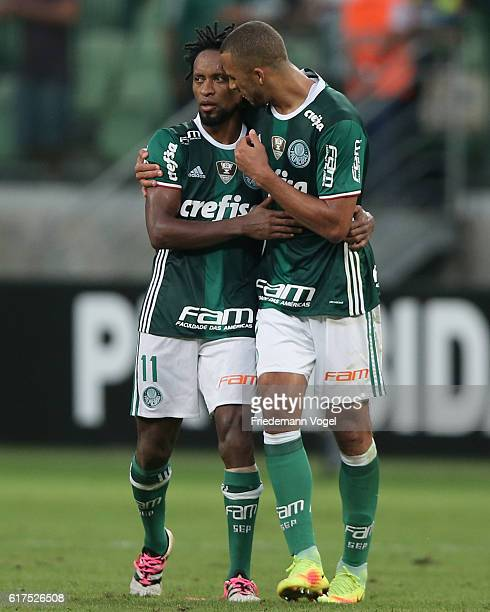 Vitor Hugo of Palmeiras gives advice to Ze Roberto during the match between Palmeiras and Sport Recife for the Brazilian Series A 2016 at Allianz...