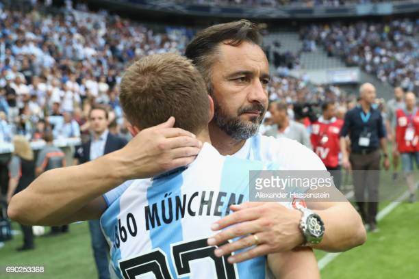 Vitor Pereira head coach of 1860 Muenchen and his player Levent Aycicek look dejected after the Second Bundesliga Playoff second leg match betweenTSV...