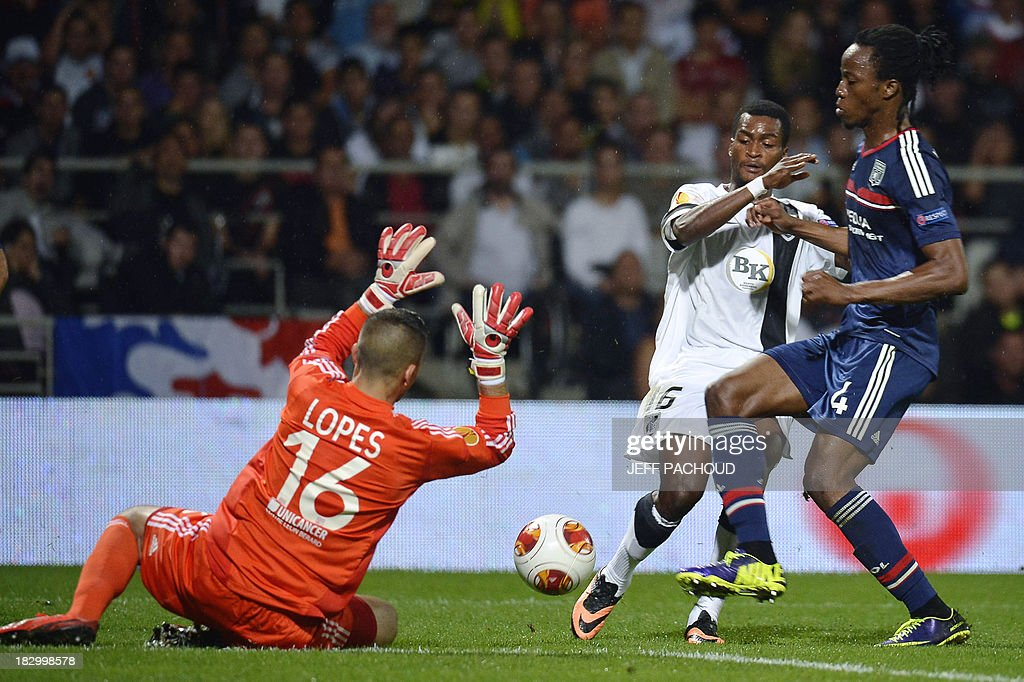 Vitoria Guimaraes' Burkinabe forward Nii Plange (C) vies with Lyon's Portuguese goalkeeper Anthony Lopes (L) and Burkinabe defender Bakary Kone (R) during the UEFA Europa League group I football match Olympique Lyonnais (OL) vs Vitoria Guimaraes on October 3, 2013, at the Gerland Stadium in Lyon, central-eastern France.
