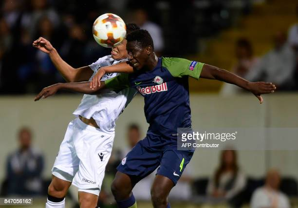Vitoria Guimaraes' midfielder from Peru Paolo Hurtado vies with Salzbourg's midfielder from Mali Amadou Haidara during the Europa League football...