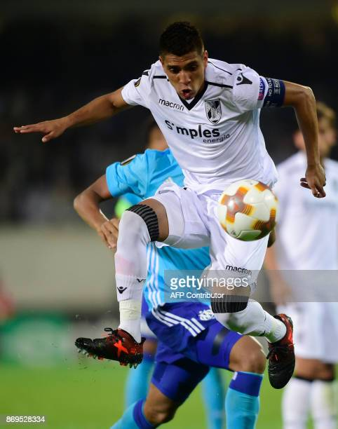 Vitoria Guimaraes' Peruvian midfielder Paolo Hurtado controls the ball during the UEFA Europa League group I football match Vitoria SC vs Marseille...