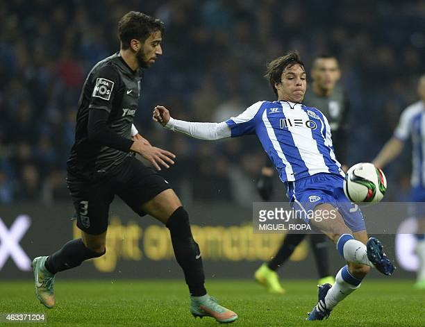 Vitoria SC's defender Josue Sa vies with Porto's Spanish midfielder Oliver Torres during the Portuguese Liga football match FC Porto vs Vitoria de...