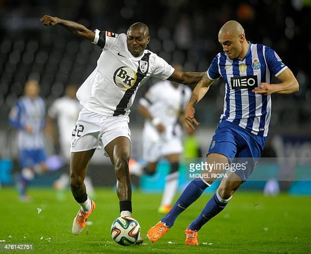 Vitoria SC's Nigerian forward Moussa Maazou vies with Porto's Brazilian defender Maicon Roque during the Portuguese league football match Vitoria...