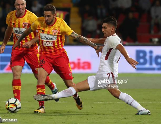 Vittorio Parigini of Benevento competes for the ball with Lorenzo Pellegrini of Roma during the Serie A match between Benevento Calcio and AS Roma at...