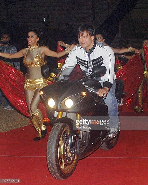Vivek Oberoi at Mumbai Police show Umang 2011 at Andheri Sports Complex Mumbai on December 19 2010