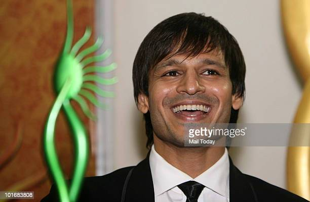 Vivek Oberoi poses with his award at the IIFA awards in Colombo on June 5 2010