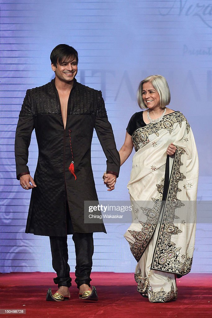 <a gi-track='captionPersonalityLinkClicked' href=/galleries/search?phrase=Vivek+Oberoi&family=editorial&specificpeople=627274 ng-click='$event.stopPropagation()'>Vivek Oberoi</a> (L) & Yashodhara Oberoi (R) walk the runway in a Gitanjali design at the India International Jewellery Week 2012 Day 1 at the Grand Hyatt on on August 19, 2012 in Mumbai, India.