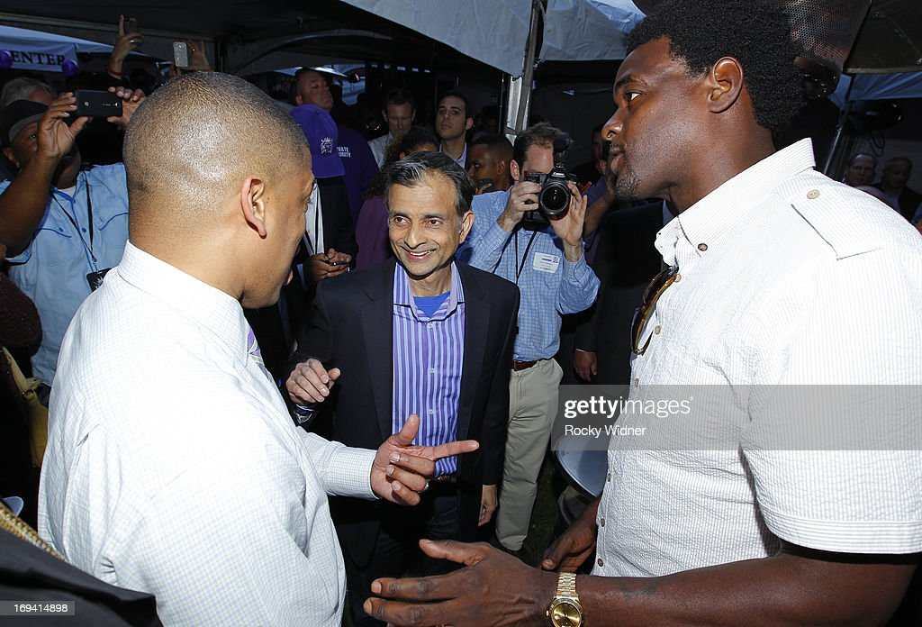 Vivek Ranadive speaks with Mayor Kevin Johnson and Chris Webber backstage at the Kings Rally on May 23, 2013 in Sacramento, California.