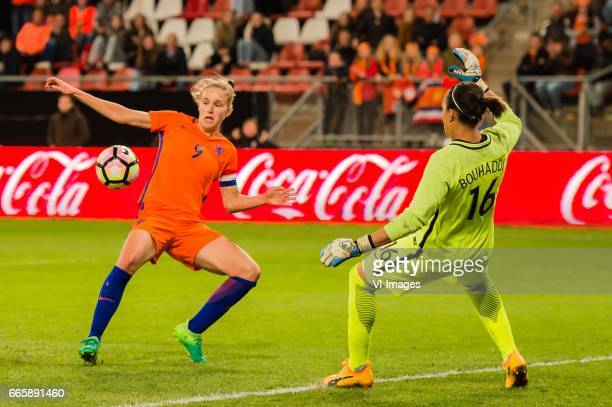 Vivianne Miedema of the Netherlands misses a chance in the last minute Vivianne Miedema of the Netherlands goalkeeper Sarah Bouhaddi of Franceduring...