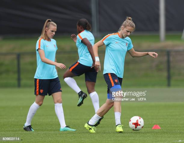 Vivianne Miedema of the Netherlands warms up during the Netherlands Training session at SV De Lutte on August 5 2017 in Enschede Netherlands