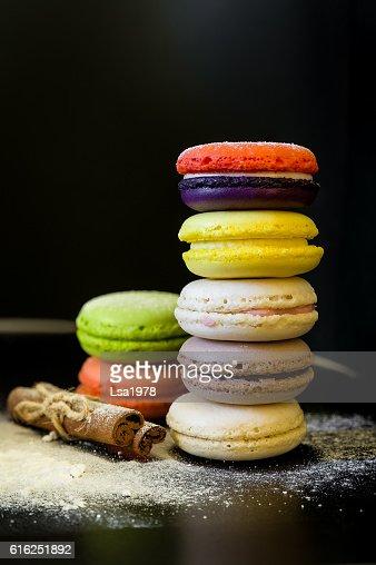 vivid colored macaroons in stack : Foto de stock