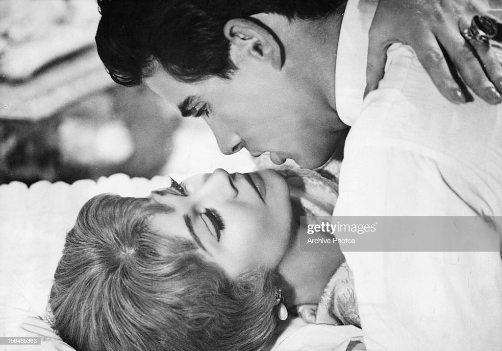 Vivien Leigh is embraced by Warren Beatty in a scene from the film 'The Roman Spring Of Mrs. Stone', 1961.