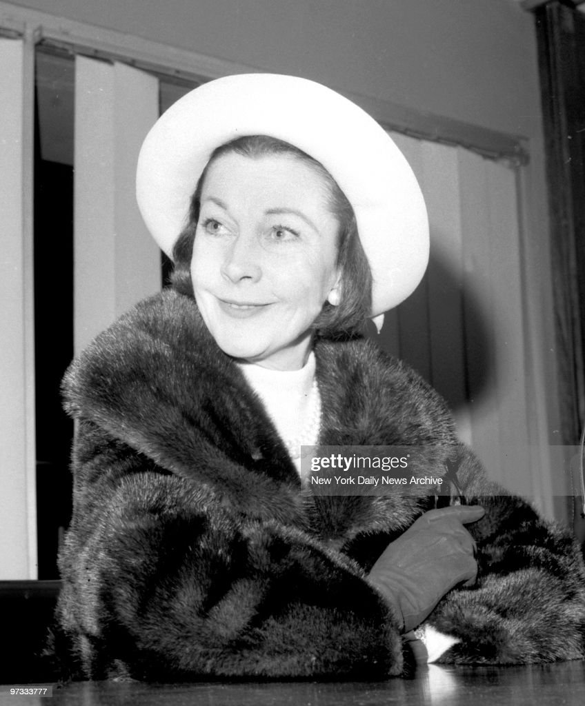 Vivien Leigh, on her arrived at JFK Airport from England, to open and star in play 'Ivanov.'