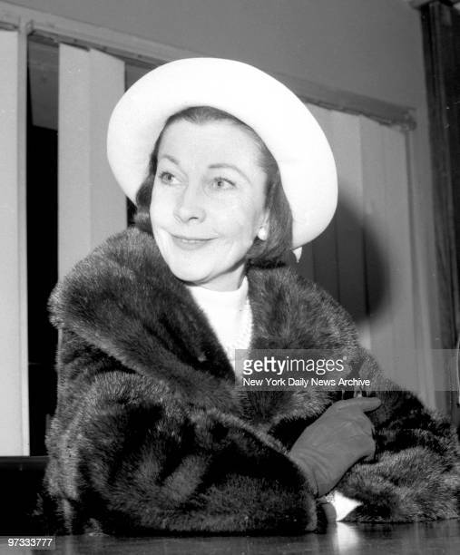 Vivien Leigh on her arrived at JFK Airport from England to open and star in play 'Ivanov'