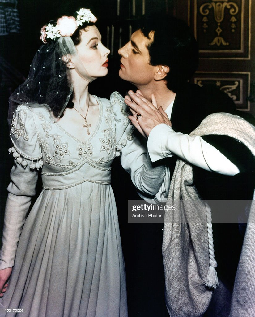 Vivien Leigh prepares to kiss Laurence Olivier in a scene from a stage production of 'Romeo and Juliet', 1940.