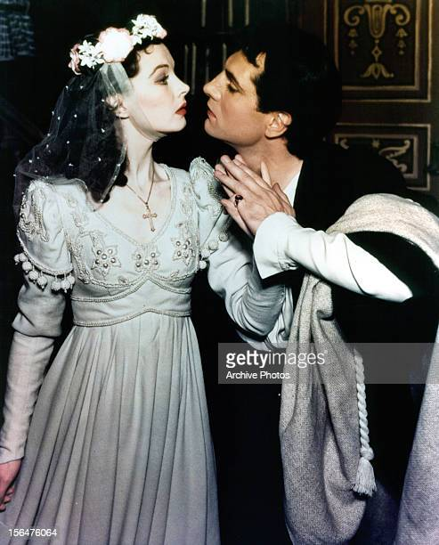 Vivien Leigh prepares to kiss Laurence Olivier in a scene from a stage production of 'Romeo and Juliet' 1940