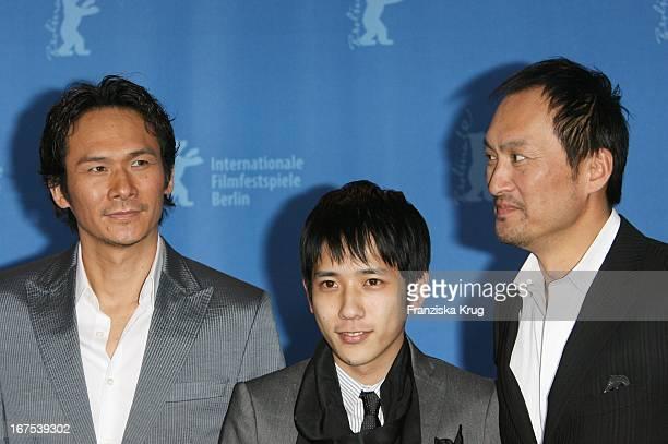 Kazunari Ninomiya Suyoshi Ihara Und Ken Watanabe Beim 'Letters From Iwo Jima' Photocall Bei Der 57 Berlinale In Berlin