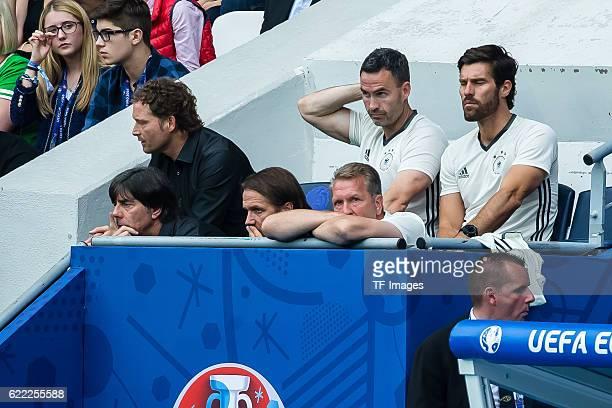 Europameisterschaft in Frankreich Paris Nordirland Deutschland 01 vl Trainer Joachim Loew Assistenztrainer Marcus Sorg Assistenztrainer Thomas...