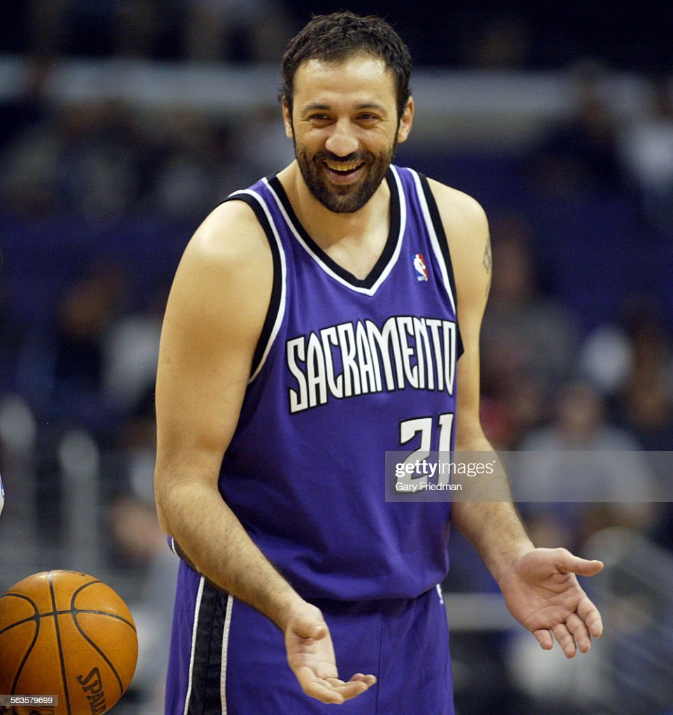 Vlade Divac center for the Sacramento Kings against the Clippers